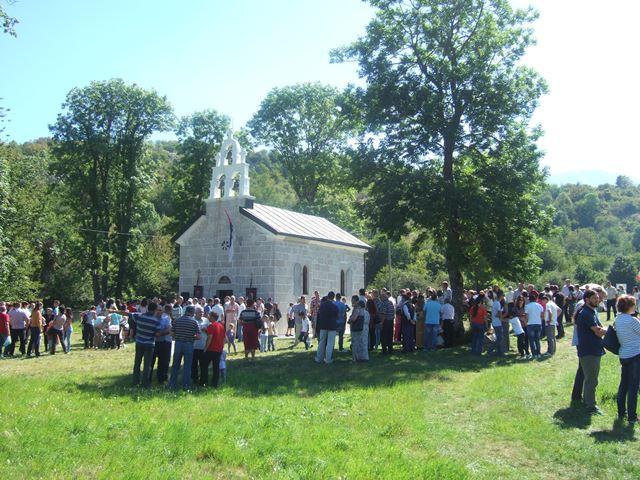 ВЕЛИКА ГОСПОЈИНА У НЕВЕСИЊУ: Црква у Луци прославила крсну славу