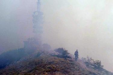 БЕСАНА НОЋ ЗА ВАТРОГАСЦЕ: Четворици указана љекарска помоћ због тровања димом (ВИДЕО)