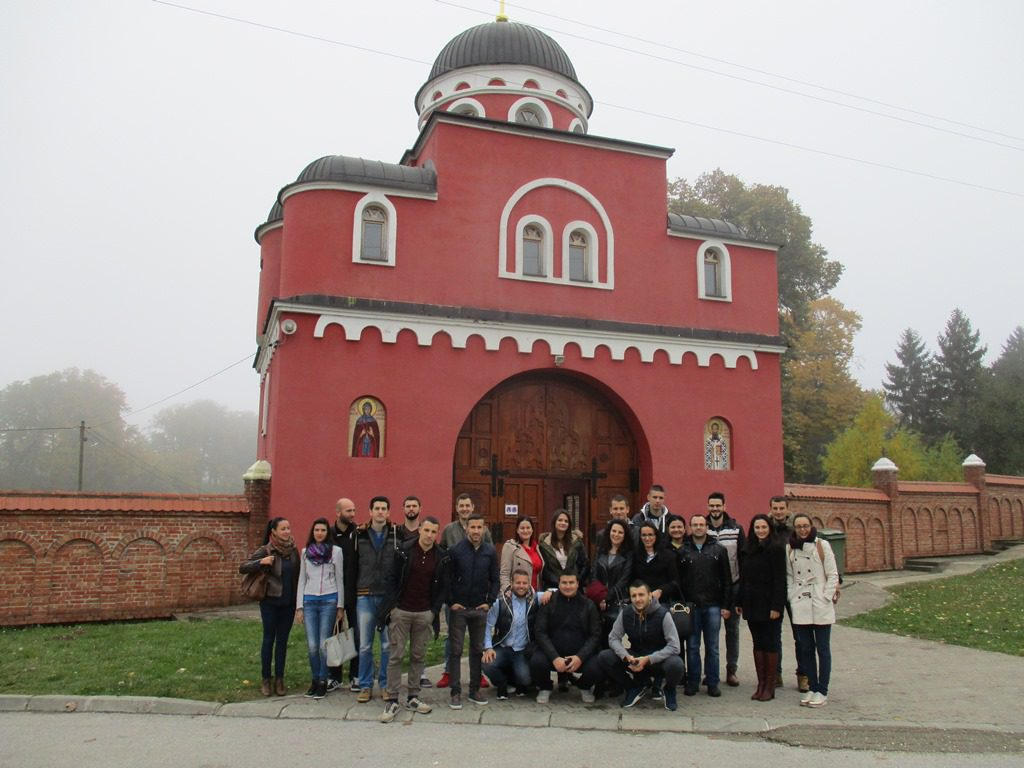 mladi-kod-manastira-krusedol