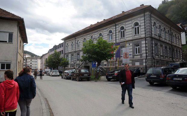 PONOVNO BROJANJE GLASOVA: Specijalci RS ušli u zgradu Izborne komisije u Srebrenici