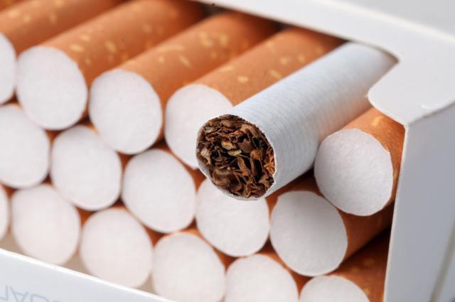 ПУШЕЊЕ ИЛИ НОВЧАНИК ИЗАБЕРИТЕ САМИ: Од 1. јануара скупље цигарете у БиХ
