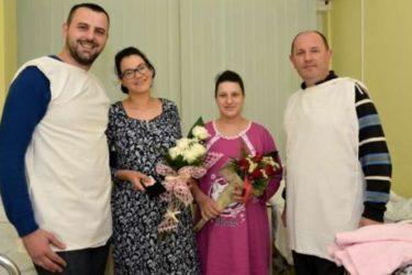 Градоначелник Петровић даровао златник прворођеној беби у 2017. години