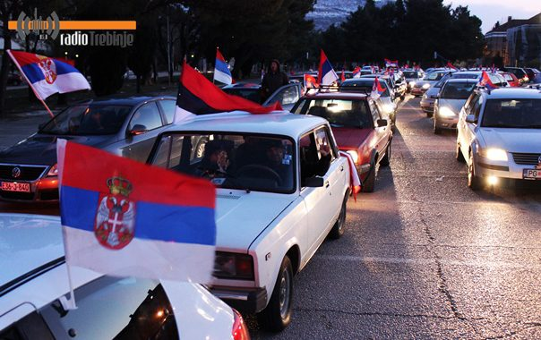 Заставе и сирене у славу републике