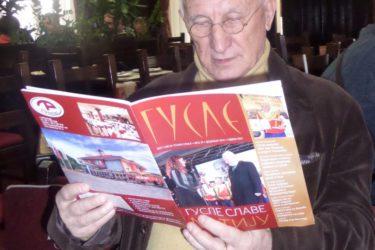 НЕ СЛУЖЕ САМО ЗА ПЈЕВАЊЕ И СЛУШАЊЕ: Матија Бећковић чита ГУСЛЕ
