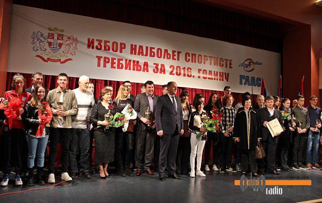 Кошаркаш Бојан Пелкић и Рукометни клуб Леотар најбољи у 2016. години