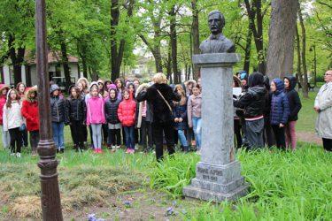 ПО ДУЧИЋЕВОЈ ЖЕЉИ: Требињци у Београду положили цвијеће на Калемегдану и упутили помоћ дјеци са посебним потребама