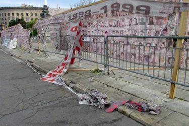 Slike srpskih žrtava sa Kosova leže zgužvane na ulici