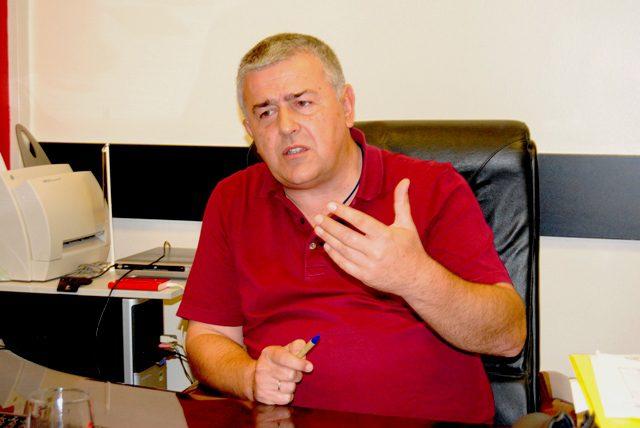 Душан Ј. Басташић: Професоре Мишина у какву то расколничку каљужу гурате српску јавност?