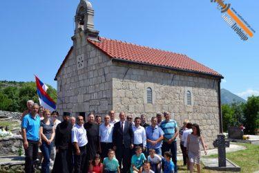 Црква Свете Тројице у Равном прославила крсну славу (ФОТО)
