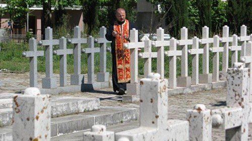 Парастоси жртвама у Љубињу (ФОТО)