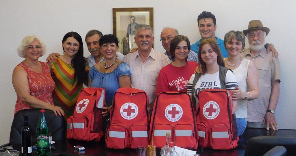 """Udruženje """"Jovan Dučić"""" iz Beograda poklonilo pet rančeva medicinske opreme Crvenom krstu Trebinje"""