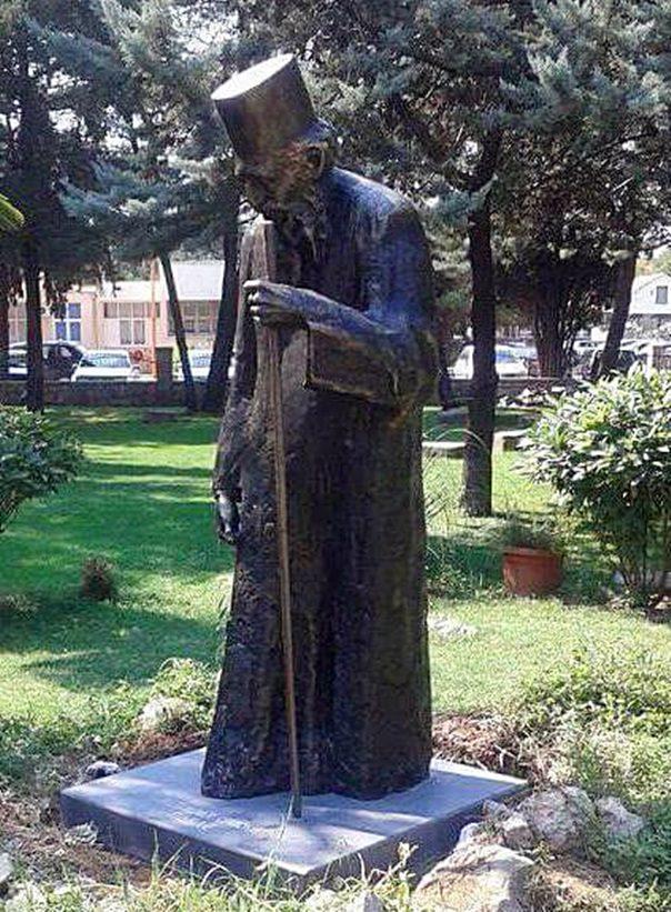 ТРЕБИЊЕ: Постављен споменик патријарху Павлу