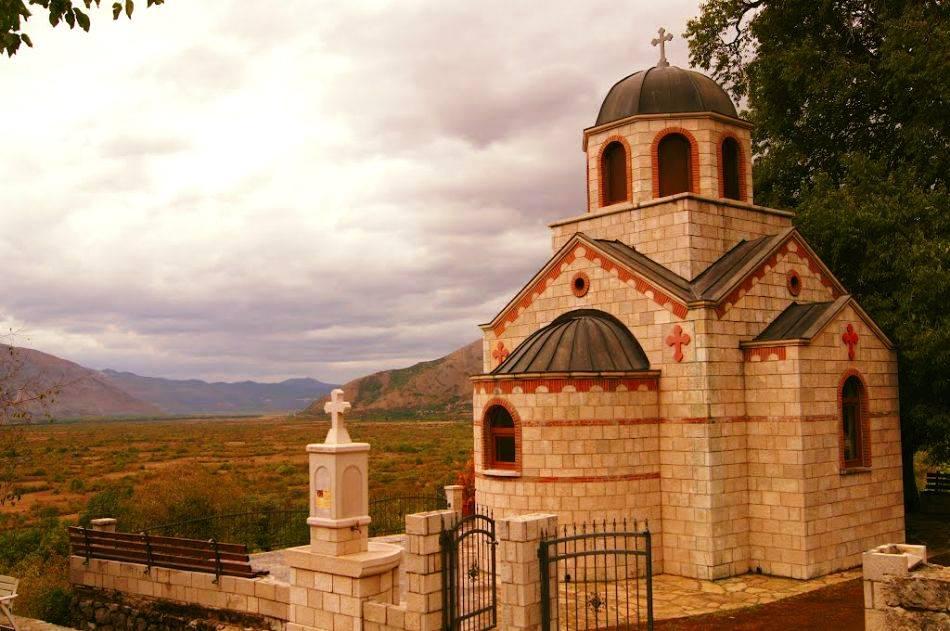 СВЕ ВИШЕ ХОДОЧАСНИКА У МРКОЊИЋИМА: Родно место СВЕТОГ ВАСИЛИЈА ОСТРОШКОГ добија нови парохијски дом и конак