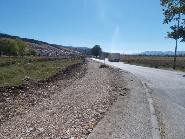 ГAЦKO: У току изградња тротоара уз магистрални пут М-20