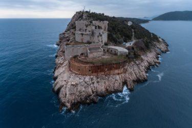 КО КОНТРОЛИШЕ БОКУ: Црна Гора предала Превлаку Хрватској?