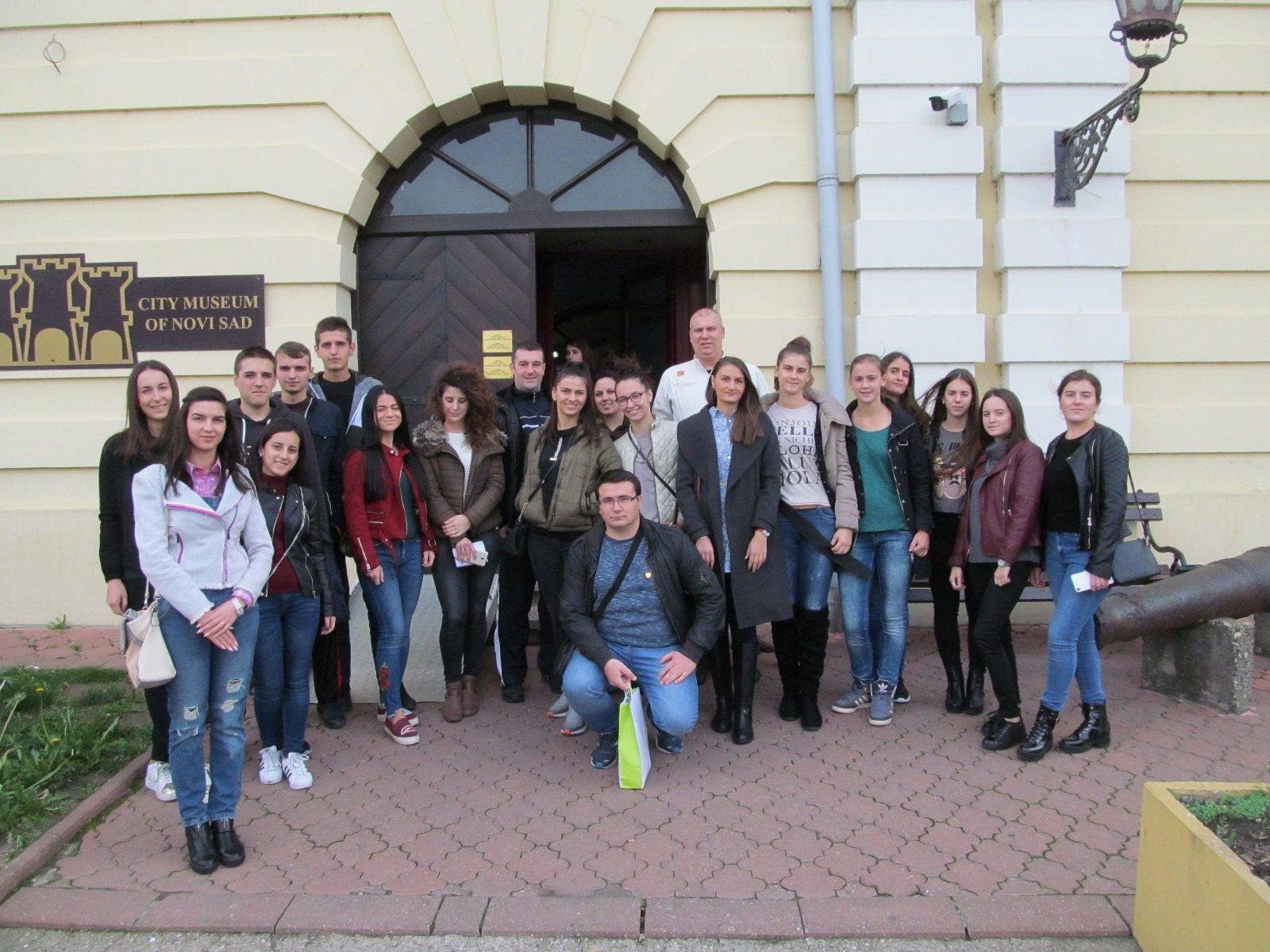ТРАДИЦИЈА: Млади Херцеговци обишли Музеј града Новог Сада и подземне тунеле Петроварадинске тврђаве
