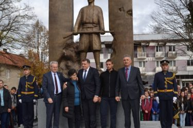 НЕВЕСИЊЕ: Владика Григорије освештао споменик свим борцима за слободну Херцеговину