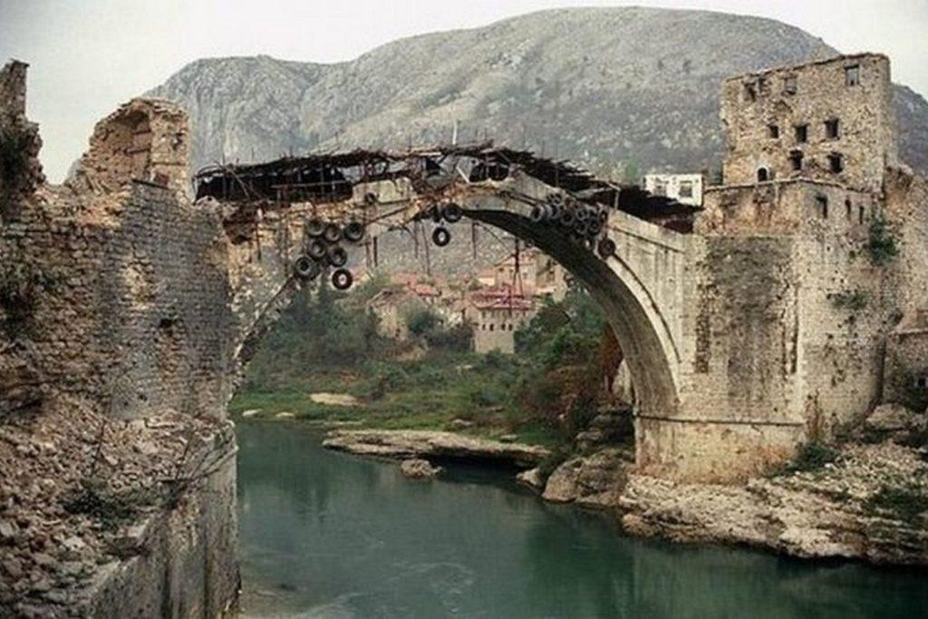 На данашњи дан срушен је Стари мост у Мостару