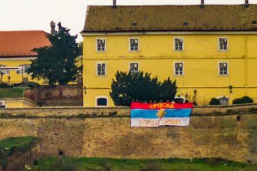 ISTORIJA GRANDIOZNE ZASTAVE: Na Petrovaradinskoj tvrđavi zavijorio se barjak sa natpisom SRPSKA HERCEGOVINA