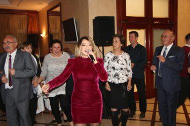 NEZABORAVNO ČETVRTO VEČE TREBINJACA: Neda Ukraden pjevala Hercegovcima, nagrađeni najbolji studenti….
