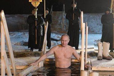 ХРИСТОС СЕ ЈАВИ: Путин се окупао у леденом језеру