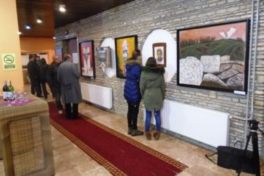 """У Гацку отворена изложба слика """"Белези великих злочина"""""""