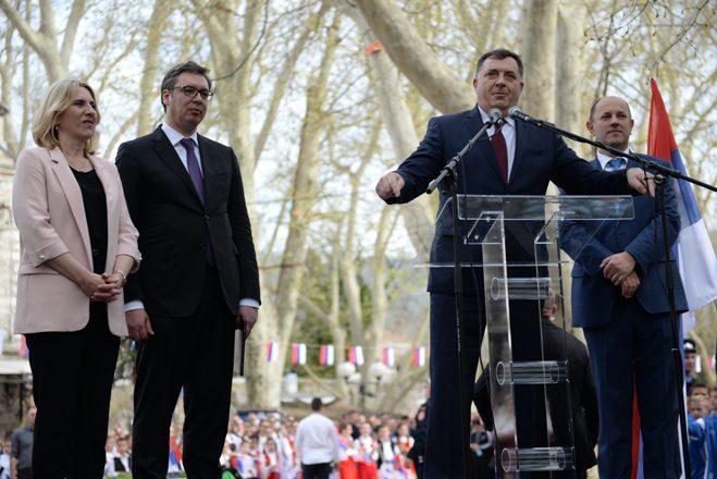 ВУЧИЋ ОБЕЋАО ТРЕБИЊЦИМА: Србија ће уложити најмање 10 милиона марака у Херцеговину и то није све....(ВИДЕО)