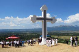 СИМБОЛ СЛОБОДЕ: У Крековима освештан спомен крст невесињским устаницима