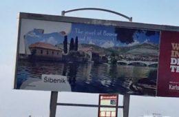 Pocijepan bilbord Trebinja u Dubrovniku