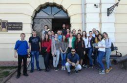 ТРАДИЦИОНАЛНА ШЕТЊА СРПСКОМ АТИНОМ: Млади Херцеговци упознали се са културом Новог Сада