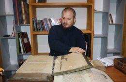 Љубињски парох Саша Kојовић прикупља књиге и чува културно благо