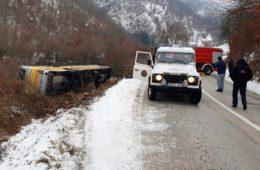 Око Бањалуке се граде аутопутеви и петље, а у Херцеговини се још возе козијим стазама