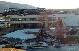 Олујни вјетар срушио конструкцију затвореног базена у Требињу