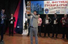 ЗАВРШЕН 27. ФЕСТИВАЛ ГУСЛАРА СРБИЈЕ: Гачанин Срђан Авдаловић убједљиво до првог шампионског пехара