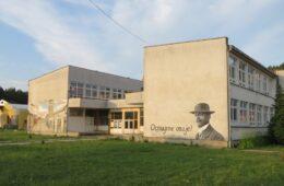 ОСТАЈТЕ ОВДЈЕ: Мурал са ликом Алексе Шантића на зиду невесињске гимназије