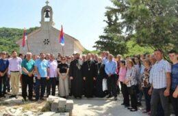 Владика Димитрије освештао обновљени храма Воздвижења Часног Крста у Раптима
