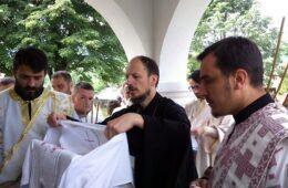 ДАНАС ЈЕ ДОБРО ПОБИЈЕДИЛО ЗЛО: Епископ Димитрије освештао обновљени храм у Борцима