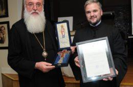 ДРУГО ХЕРЦЕГОВАЧКО СИЈЕЛО У ЧИКАГУ: Часни Крст - дар за владику Лонгина