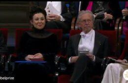 АПЛАУЗИ ЗА СРПСКОГ АКАДЕМИКА: Петеру Хандкеу уручена Нобелова награда (ВИДЕО)