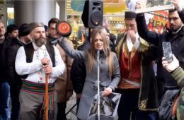 НОВИ ПРОТЕСТИ ИСПРЕД АМБАСАДЕ ЦГ: Заплијенити сву имовину милогораца и Мила у Србији (видео)