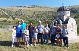 АКЦИЈА ЈОШ ТРАЈЕ: Помозимо обнову споменика и гробља страдалничког села Чаваш у Поповом Пољу