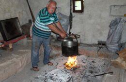 Обрад Кораћ се вратио у Завалу, посадио виноград, набавио пчеле, свиње и кокошке и сада живи свој сан