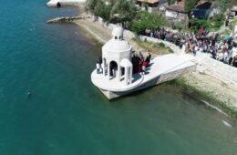ВИДЕО: Вјерници се спремају за одбрану крстионице на Михољској превлаци