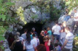 Петровданско ходочашће у Павлову пећину (Фото)