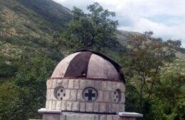 Са спомен-капеле у Ржаном Долу украден бакарни лим