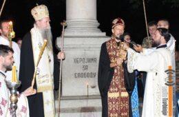 ХИЉАДЕ ТРЕБИЊАЦА У ЛИТИЈИ - Владика Димитрије: Сачувајмо нашу дјецу! (ФОТО)
