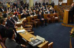 ПРЕМИЈЕР КРИВОКАПИЋ: Ова Влада ће бити слуга само грађанима Црне Горе