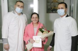 Градоначелник Ћурић даровао златник прворођеној беби у Требињу