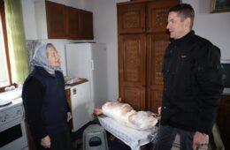 Начелник Општине Гацко уручио божићне печенице за социјално најугроженије породице