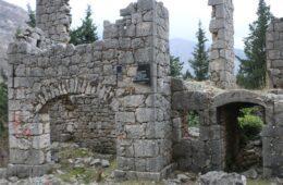 У Котезима други пут поломљена спомен-плоча у знак сјећања на жртве усташког покоља